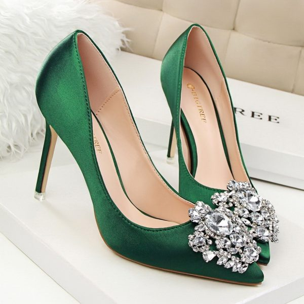 Pointed Toe Pumps Embellished with Crystal Flower Pendant